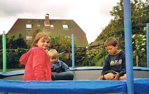 Kinder im Trampolin